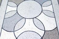 Seuil en mosaique de marbre